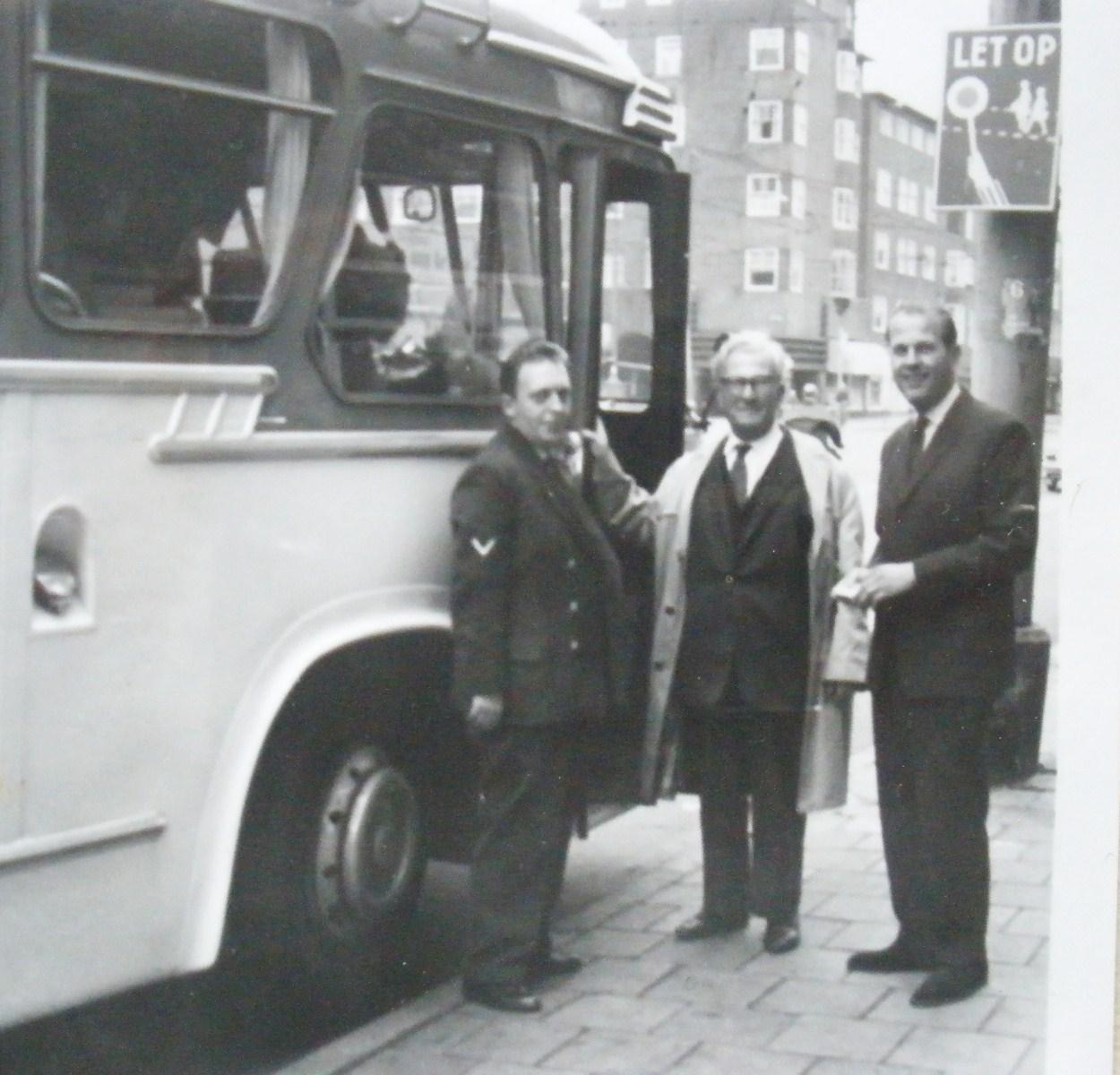 de bus die m'n vader organiseerde naar de uitwedstrijden van Ajax.
